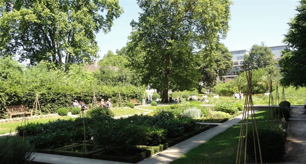 The garden of the Bercy park