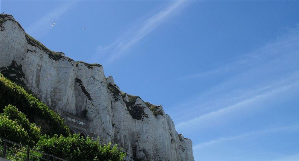 Les falaises avec le funiculaire
