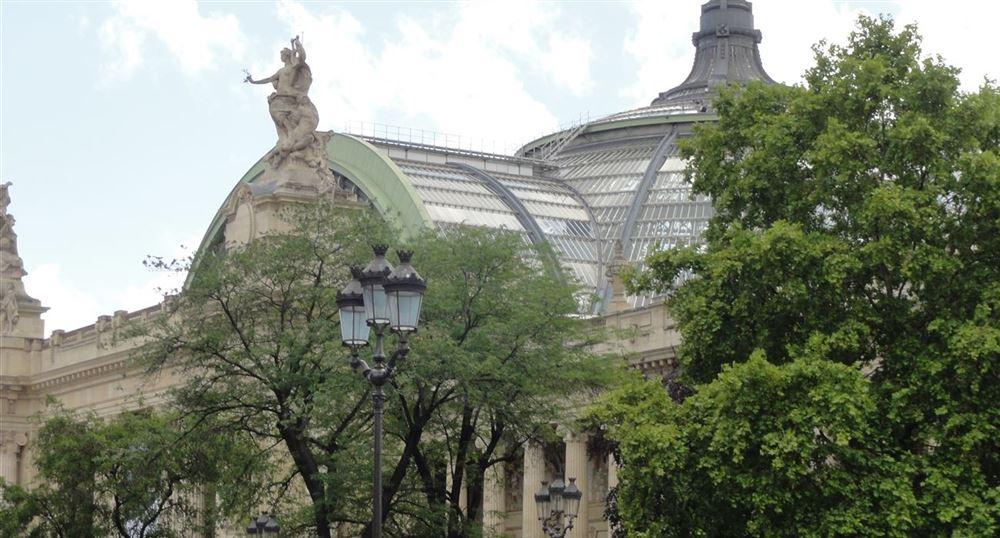 Passage devant le Grand Palais