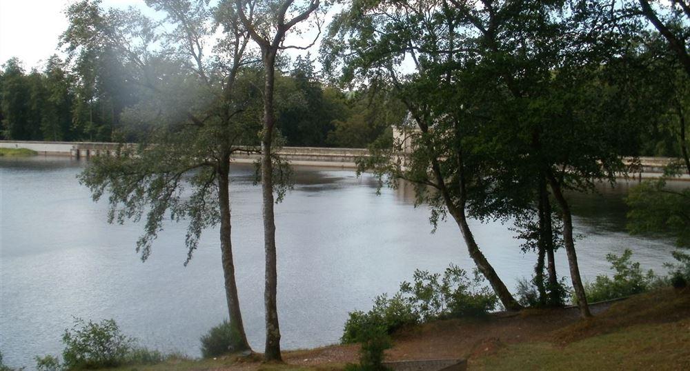 Le barrage du lac des Settons