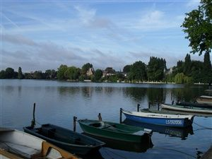 A walk around the lake at Enghien-les-Bains