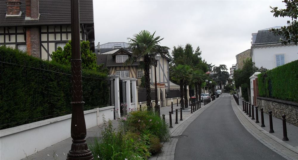 A street around the Lake