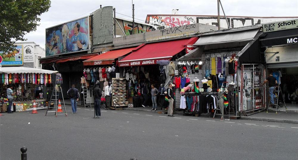 Visit at paris porte de clignancourt flea market for Porte a porte clothing