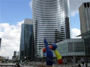 Walk in La Defence