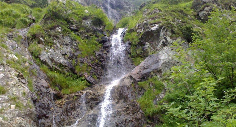 Cascade along the mountains