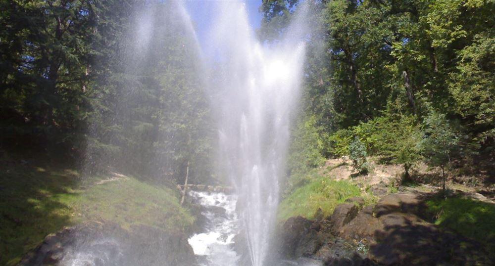 La gerbe d'eau du lac de Saint-Ferréol