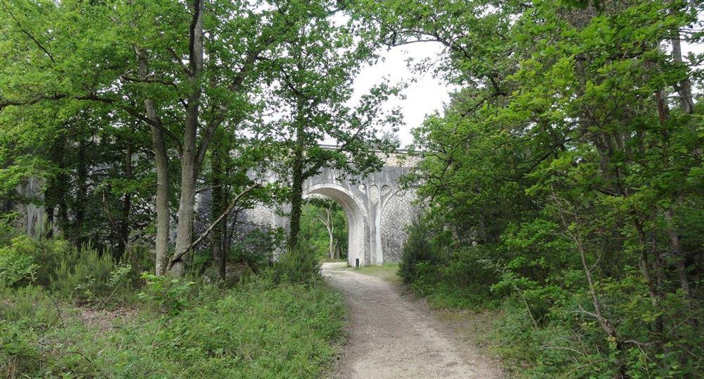 Passage under the aqueduct of Vanne