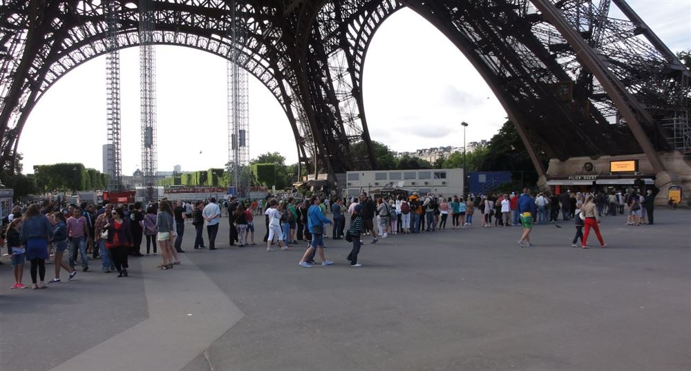 The queue for the Eiffel Tower