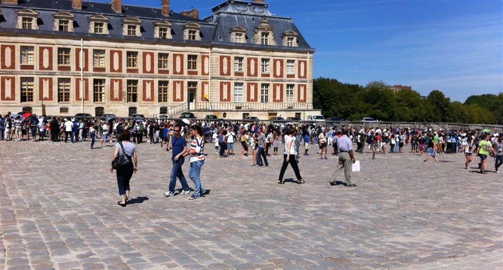 The queue to visit the Castle