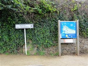 Hiking on the trail of customs in Perros-Guirec