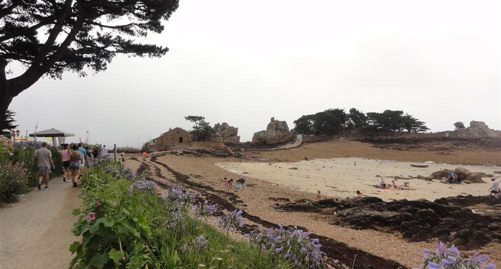 The path along the beach