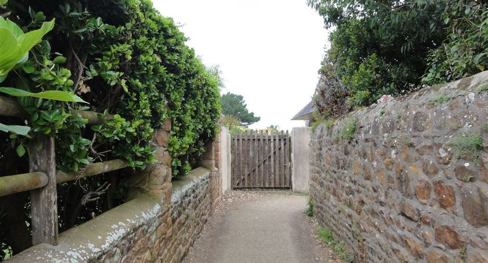 The path between two walls