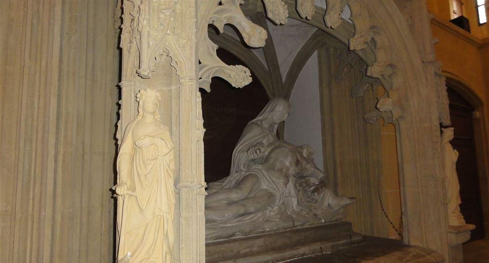 Pietà dans la basilique de Paray