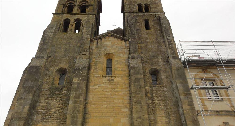Façade de la basilique de Paray-le-Monial