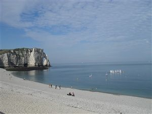 Walk among the cliffs of Etretat