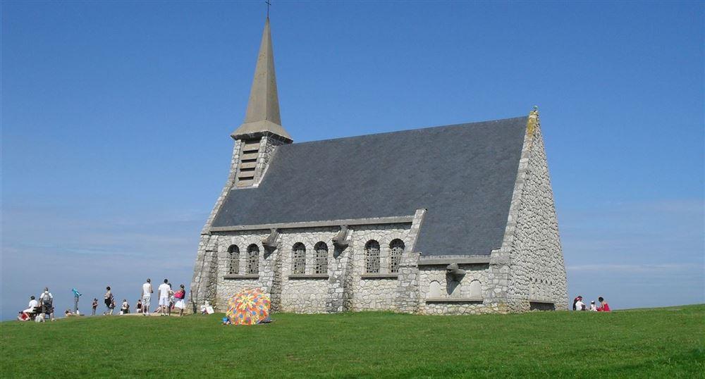 La chapelle et l'Oiseau Blanc