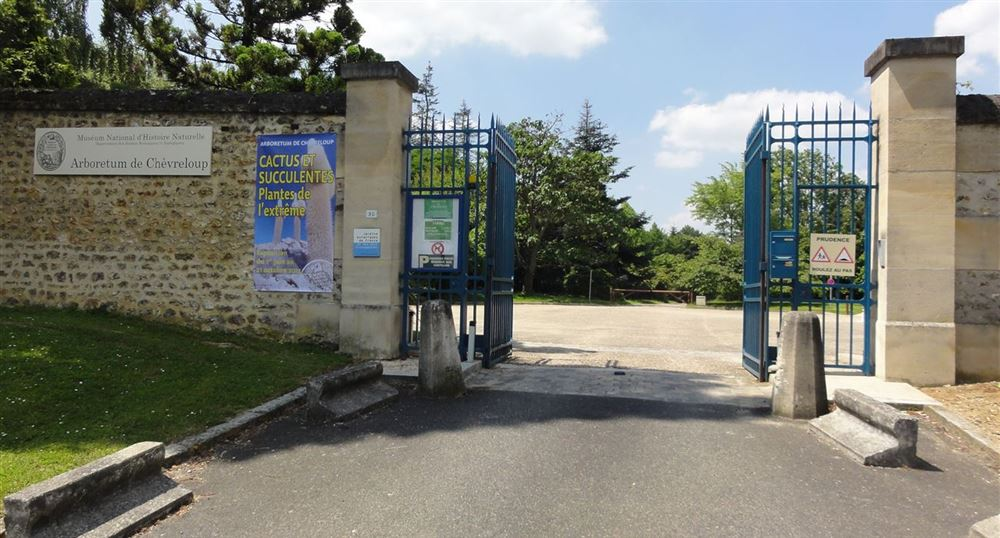 Entry/exit of the arboretum