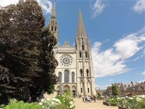 A walk to discover the city of Chartres
