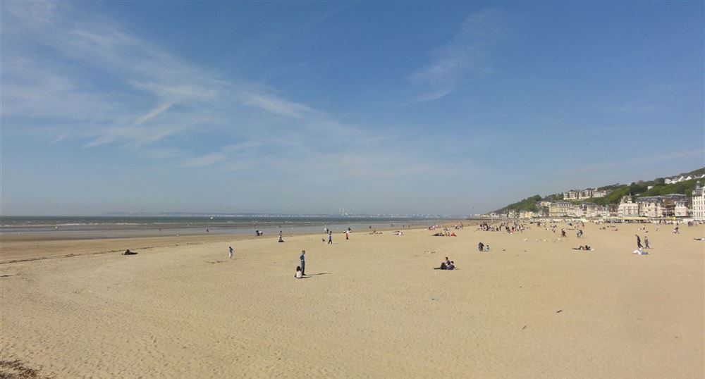 La plage vue de la jetée