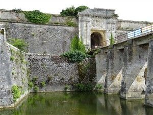 Walk around the Citadel of the Chateau-d'oleron