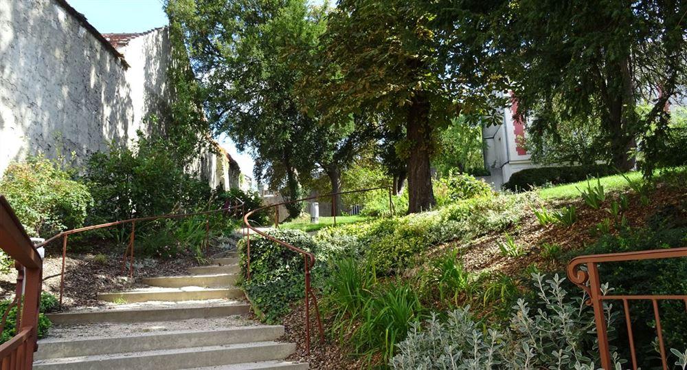 Lucie Aubrac garden