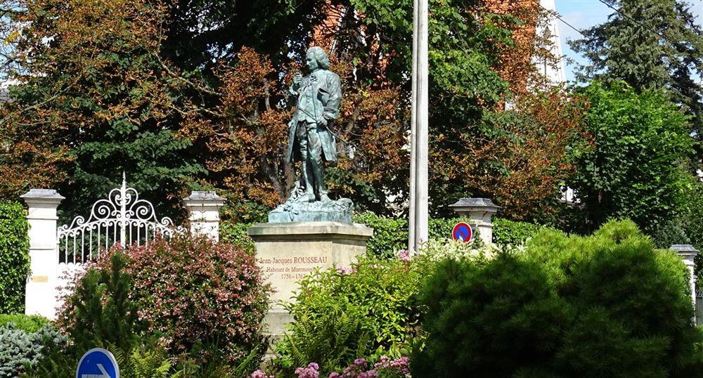 Statue of Jean-Jacques Rousseau
