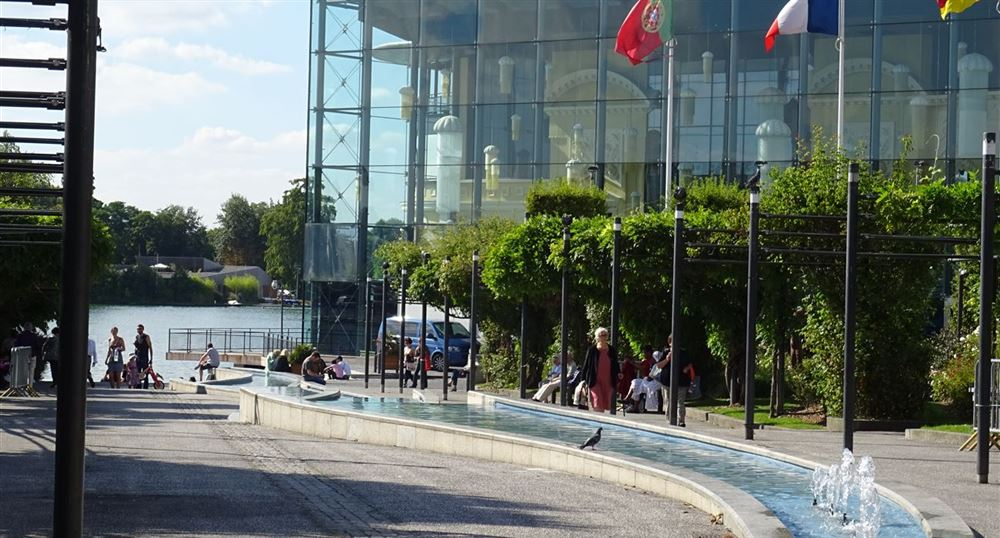 Start at the casino of Enghien
