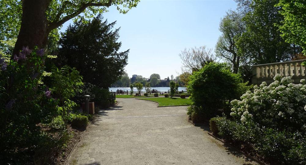 Jardin public prés de la villa du lac