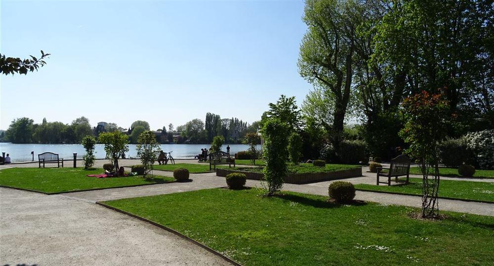 Garden of the villa of the Lake