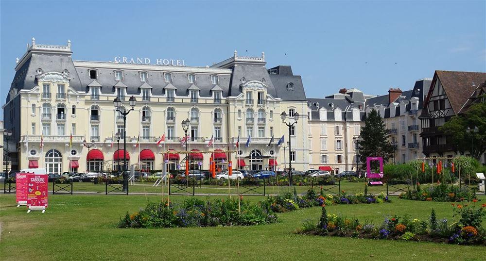 Une visite de cabourg for Chambre 414 grand hotel cabourg