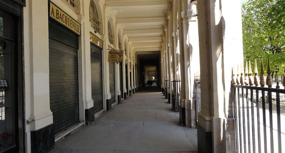 Les boutiques sous les arcades