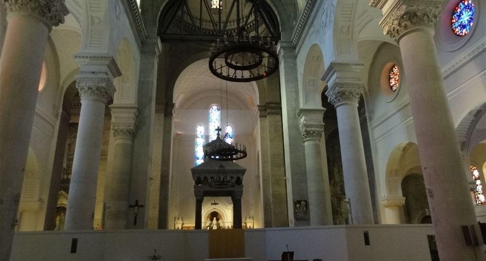 L'intérieur de l'église Sainte-Anne