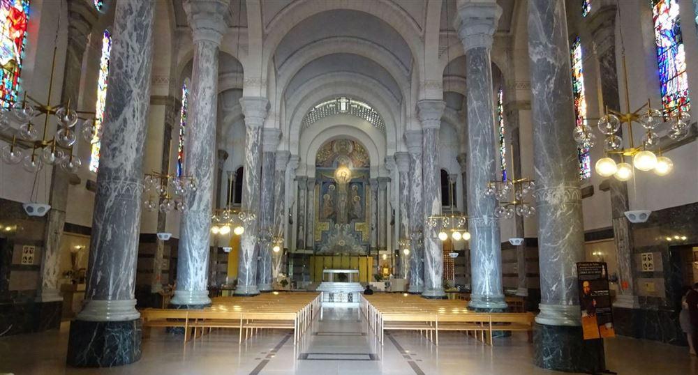 L'intérieur de la Basilique de la Visitation