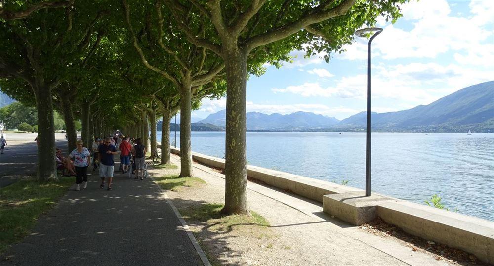 L'Esplanade du Lac