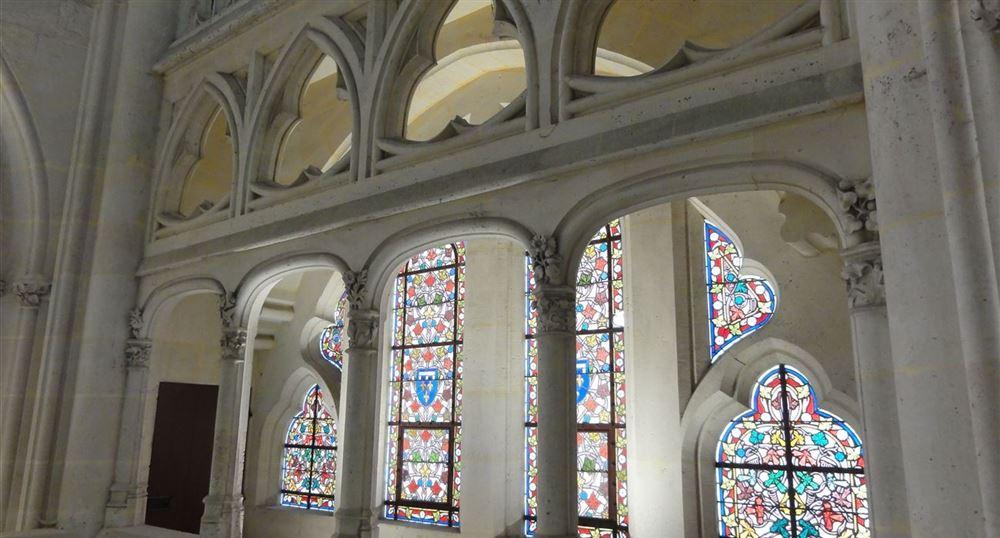 Vue des vitraux de la Chapelle