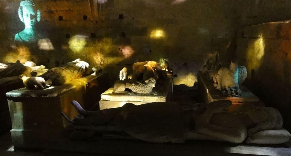 The dance of the recumbent effigies