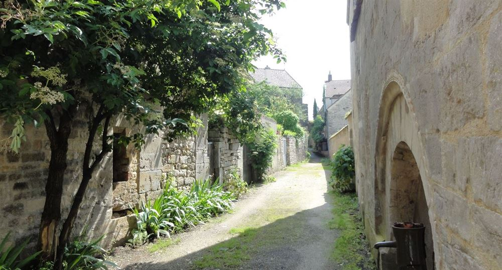 An alley in Vezelay