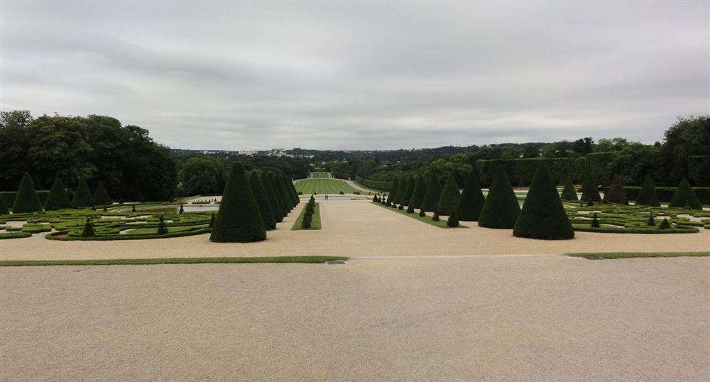 Perspective sur la plaine des quatre statues
