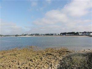 Promenade le long de l'océan à Bénodet