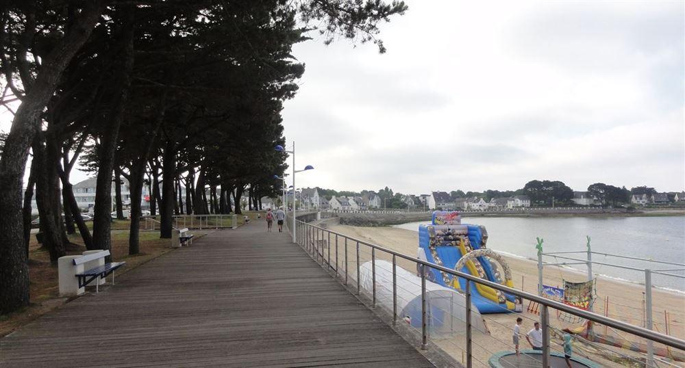 Chemin au-dessus de la plage du Trez