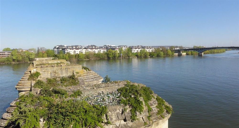 The old bridge of Poissy