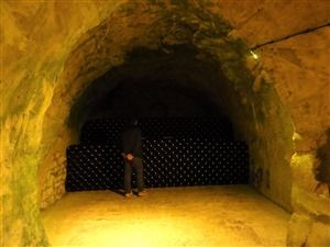 The visit of the cellars of champagne in Reims