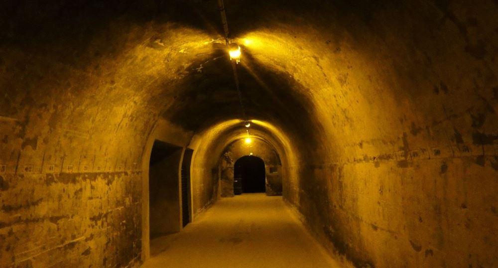 Un couloir dans les caves