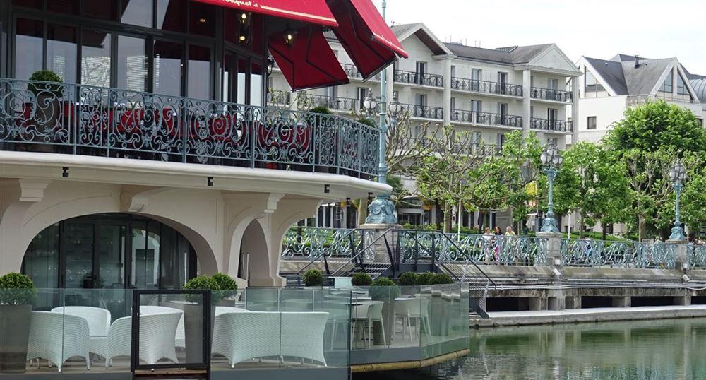 Lake-side terrace