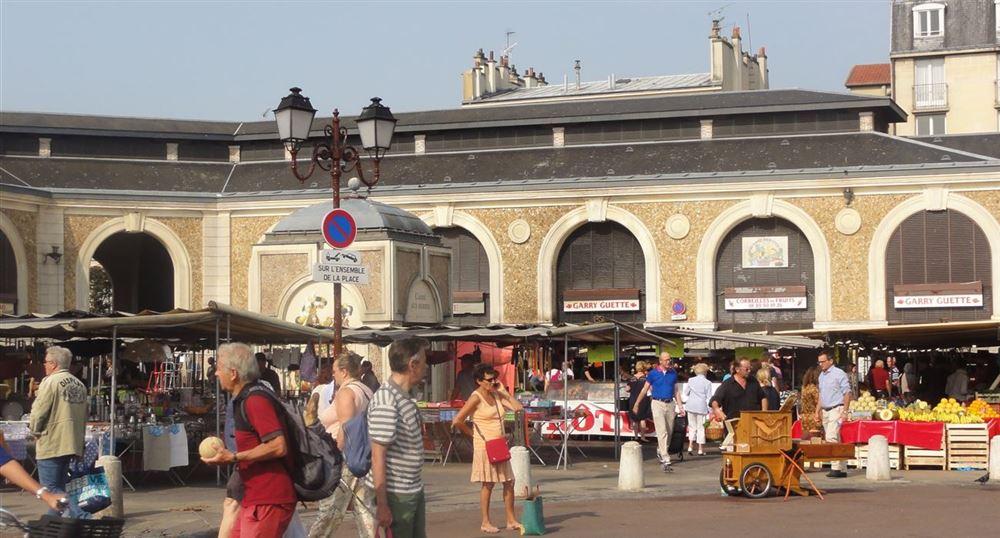 The Notre-Dame market