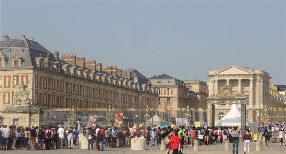 The queue in front of the Palace of Versailles