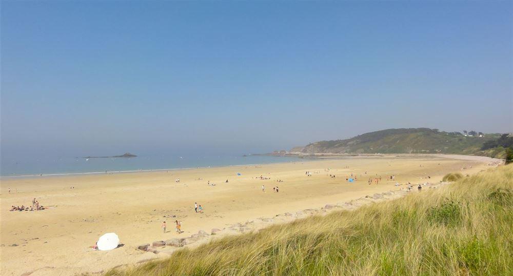 Les dunes et la plage de Sables-d'Or-Les-Pins
