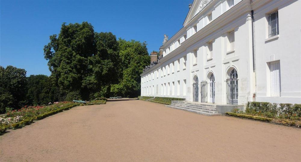 La façade du château de la Verrerie