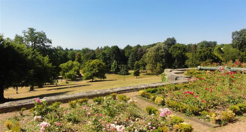 La vue sur le parc depuis le château