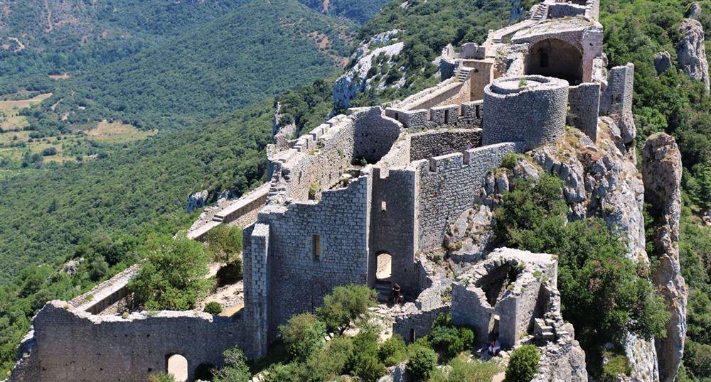 Vue du château à partir du donjon de Sant Jòrdi